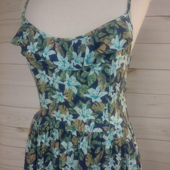 Hollister Dresses & Skirts - Hollister Floral Adorable Cross Back Dress